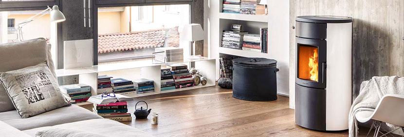 Poêle à granulés de bois Infinity dans une chambre cosy